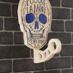 support tete de mort bois casque moto syma design